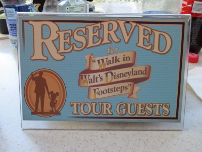 Tour, reserved sign